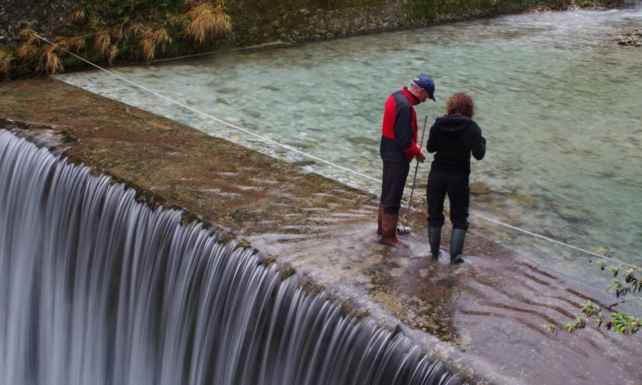 Misure di portata ad Equi Terme (foto di M. Faverjon)